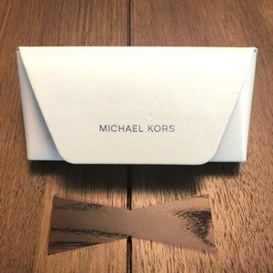 Michael Kors Case for Sunglasses 😎 White (hard)